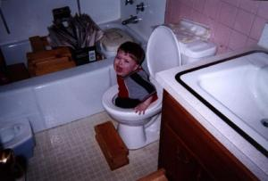 funny-picture-photo-child-toilet-massdistraction-pic